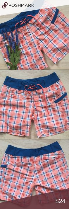 """The North Face Class V Cargo water board shorts Cute shorts to wear in and around the water!   ~29"""" waist, 7"""" inseam and 7.5"""" rise. In excellent condition.  (A38) The North Face Shorts"""
