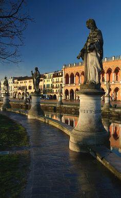 Prato della Valle, Padua (Padova), province of Padua , Veneto Beautiful Sites, Beautiful Places In The World, Places Around The World, Travel Around The World, Around The Worlds, Verona, Places To Travel, Places To See, Padua Italy
