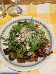 """Buchweizen """"Risotto"""" mit Rucola und Zwiebel-Champignon-Gemüse, ein leckeres Rezept aus der Kategorie Kochen. Bewertungen: 25. Durchschnitt: Ø 4,4."""