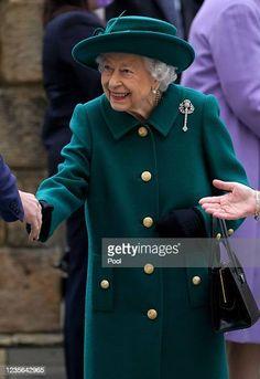 Royal Monarchy, Scottish Parliament, Royal Life, Famous Women, Queen Elizabeth Ii, British Royals, Chef Jackets, England, News