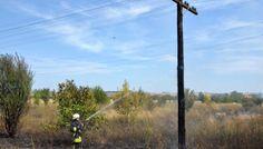 Incendiu pe strada Timisoarei. Mai multi stalpi de lemn, aflati langa calea ferata, au luat foc! Mai, Utility Pole