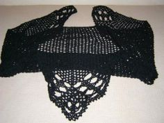 Σάλι πεκτό σε μαύρη απόχρωση, ιδανικό για δεσποινίδες και κυρίες όλων των ηλικιών. #knitted #shawl #black #πλεκτό #σάλι #χειροποίητο #μπλε #μαύρο
