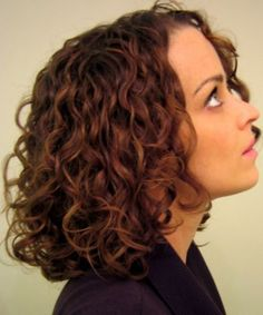 Stunning Medium Curly Hairstyles for Women