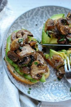 This Mushroom Avocado Toast is a heavenly open-faced sandwich, made with your toast of choice & caramelized mushrooms on a fanned bed of creamy sliced avocado - try it for breakfast, brunch or lunch Vegetarian Breakfast, Breakfast Recipes, Vegetarian Recipes, Cooking Recipes, Healthy Recipes, Diet Breakfast, Avacado Breakfast, Breakfast Toast, Avocado Recipes