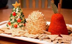 Cooking School of Kanza : Quick and Easy Christmas Cheese Ball Recipe Christmas Cheese, Christmas Party Food, Xmas Food, Christmas Appetizers, Christmas Goodies, Christmas Baking, Christmas Time, Christmas Drinks, Holiday Treats