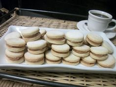 O Biscoito Casadinho é fácil de fazer, delicioso e perfeito para o seu café da tarde. Faça e comprove! Veja Também:Biscoitos Amanteigados de Leite Ninho Veja Também:Biscoitinhos de Nata Veja Também:Biscoitinhos de Maisena Simples INGREDIENTES 150g de margarina para uso culinário ou 200… Mini Cupcakes, Muffin, Dairy, Christmas Gifts, Cheese, Cookies, My Favorite Things, Breakfast, Sweet