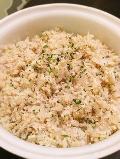 I will have to try this I'm trying to eat healthy at least to my wedding date, and I'm trying to get my fiance to join along so this Is something I will be cooking soon! Cauliflower instead of rice! Paleo Recipes, Whole Food Recipes, Cooking Recipes, Yummy Recipes, Cooking Tips, Paleo On The Go, How To Eat Paleo, Paleo Cauliflower Rice, Califlower Rice