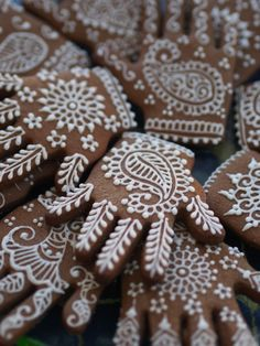 #henna #cookies - For all your cake decorating supplies, please visit craftcompany.co.uk