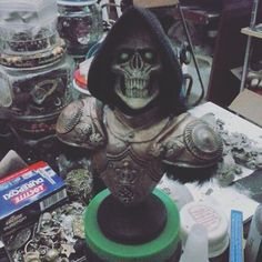 Teste de novas cores general grim. #skull #caveira #grimreaper #grim #handmade #artesanato #artwork #horror #fantasia #horror #monstro #viagem #vix #Vilavelha #cranio #xadrez #espiritosanto #bh #sp #es #diy #escultura #enigmaurbano