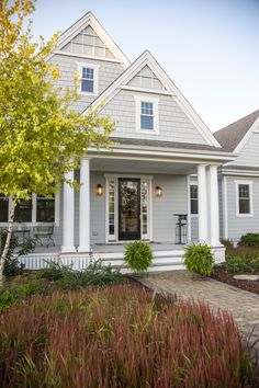 Who doesn't love a house with great curb appeal? Find photos and tips and tricks for how to bring curb appeal to any home. Plus, check out Jamie Hardie Siding inspiration! House Siding, House Paint Exterior, Exterior Siding, Exterior Paint Colors, Exterior House Colors, Paint Colors For Home, Outdoor House Colors, Exterior Homes, Exterior Stairs