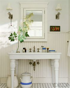Sweet and simple vintage inspired country chic bathroom sink. #countrychic #homedecor #interiordesign #vintage
