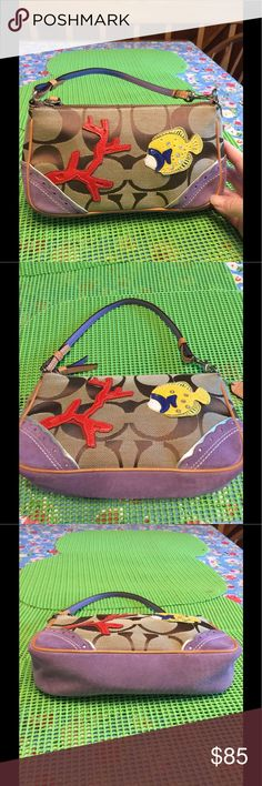 Excellent condition Coach Wristlet This is a great wristlet. Like new. Clean inside and out Coach Bags Clutches & Wristlets