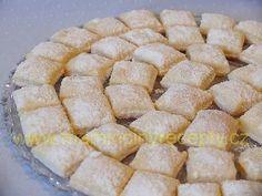 Tvarohové polštářky – Maminčiny recepty Sweet Desserts, Sweet Recipes, Healthy Recipes, Czech Recipes, Ethnic Recipes, Apple Pie, Cornbread, Oreo, Food To Make