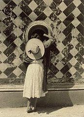 Daughter of the Dancers / Muchachita! Manuel Alvarez Bravo, 1933. © Asociación Manuel Álvarez Bravo AC