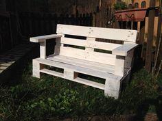 Un 39 idea originale panchina da esterno fatta con bancali for Panchine con bancali