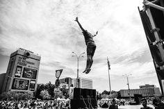 ЧТО ЕЩЕ БУДЕТ НА SUNART 2016?  В этом году на SUNART наконец-то будет крутой настоящий профессиональный батут, к которому прилагаются настоящие крутые инструктора по прыжкам на батутах от батутного центра «FlyZone». Современные люди все больше предпочитают проводить свободное время спортивно и весело, с пользой для своего здоровья. И первыми в Краснодаре , кто начал активно пропагандировать «батутный спорт» среди людей стал батутный центр «FlyZone». Теперь и на SUNART у вас будет возможность…