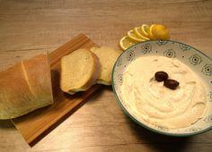 Ηταραμοσαλάτα είναι από τα βασικότερα εδέσματα της Σαρακοστής και δεν λείπει ποτέ από το τραπέζι της Καθαράς Δευτέρας. Την ετοιμάζουμε ιδανικά με λευκό ταραμά. #ταραμάς #ταραμοσαλάτα #ΚαθαράΔευτέρα Homemade Spices, Tapenade, Greek Recipes, Hummus, Pesto, Dips, Food Porn, Appetizers, Pudding