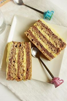 Cake with 2 tops and lemon cream - Sweets of the same kind Romanian Desserts, Romanian Food, Delicious Desserts, Yummy Food, Food Cakes, Sweet Cakes, Something Sweet, Cake Cookies, No Bake Cake