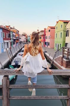 Colorful houses by the canal in Burano | Italy: http://www.ohhcouture.com/2017/06/monday-update-49/ #leoniehanne #ohhcouture