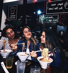 I n s t a g r a m friends bff pictures, friend photos ve best friend Best Friend Pictures, Bff Pictures, Friend Photos, Cute Photos, Best Friend Goals, My Best Friend, Foto Casual, Youre My Person, Soul Sisters