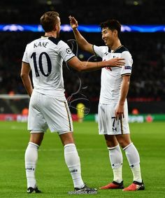 LONDON, ENGLAND - DECEMBER 07: Harry Kane of Tottenham Hotspur (L) celebrates scoring his sides second goal with Heung-Min Son of Tottenham Hotspur (R) during the UEFA Champions League Group E match between Tottenham Hotspur FC and PFC CSKA