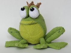 Frog prince amigurumi