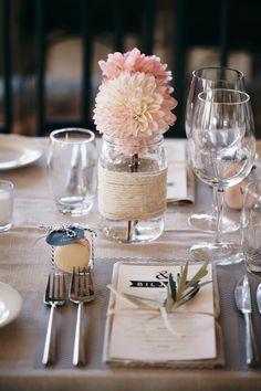 table decoration (via weddingchicks)