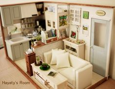 Exceptional Miniature Room Box; 1/12 scale.