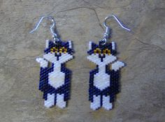 These cute alley cat earrings are done in the brick stitch with size 11 delica glass beads. The colors that I have used are blue iris, white pearl,