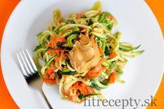 Cuketovo-mrkvové rezance s arašidovou omáčkou - FitRecepty