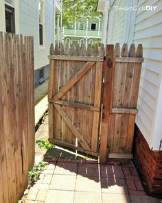 29+ Top Collection Building Wooden Fence Gate - Home Decor and Garden Ideas Wooden Gate Plans, Building A Wooden Gate, Wooden Garden Gate, Wooden Gates, Fence Landscaping, Backyard Fences, Farm Fencing, Dog Fence, Backyard Cabana