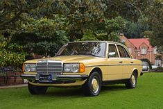 The worldwide community of experts and the largest database of Mercedes-Benz cars. We welcome the owners of all classes, all series, all models from every year of Mercedes-Benz. Mercedes 200, Mercedes E Class, Mercedes Benz Cars, M Benz, Old Muscle Cars, Daimler Benz, Car Goals, Retro Cars, Car Photos