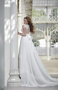 We are so thrilled to feature Signore Maison wedding dresses this week with stunning lace and beautiful silhouettes. Get inspired by these gorgeous designs.