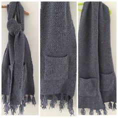 Lange gehaakte sjaal in granietsteek met zakken