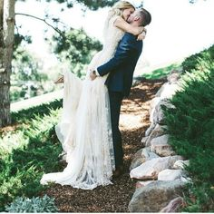 Romantic bride and groom photos you can take at your wedding