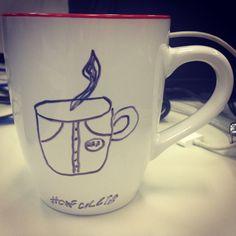 """Que tal um Café """"colete"""" enquanto ouve um podcast no www.diariodebordo.net.br? #café #cafeína #leite #colete #roupa #podcast #DB"""