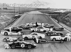 Line up of Ford racing machines and drivers in the mid Ford Gt40, Ford Mustang, Vintage Racing, Vintage Cars, Road Race Car, Race Cars, Sports Car Racing, Auto Racing, Drag Racing
