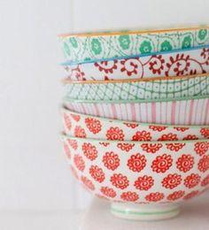 Tokyo Design Studio. Sus piezas de porcelana son versátiles. Se pueden mezclar en la mesa o utilizar para otras funciones, por ejemplo, como joyeros en la cómoda. Se pueden lavar en lavavajilllas