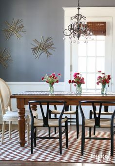 Tips for styling your dining room table. Four ideas + MORE.