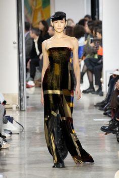 Fashion Week Paris Fall/Winter 2020 look 47 from the Akris collection womenswear Fashion Week, Skirt Fashion, Fashion Show, Stretch Pencil Skirt, Strapless Dress Formal, Formal Dresses, Silk Wool, Silk Crepe, Sheath Dress