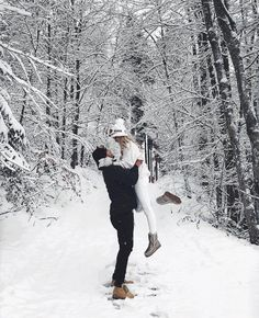Photography Couples Snow Outfit Ideas For 2019 Winter Couple Pictures, Winter Pictures, Winter Photography, Couple Photography, Editorial Photography, Couple Fotos, The Snow, Winter Engagement Photos, Fotos Goals