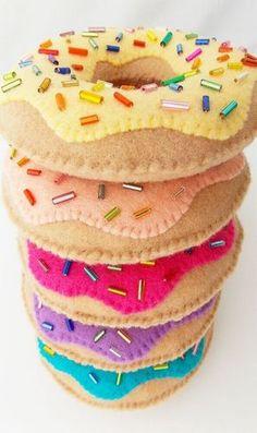 almofadas de feltro formato donuts