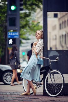 34 Fashion-Approved Ways to Look Stylish While Biking StyleCaster Fashion Photo, Girl Fashion, Brooklyn Blonde, Bike Suit, Cycling Girls, Cycling Gear, Stockholm Street Style, Cycle Chic, Bicycle Girl