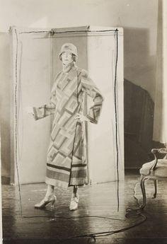 * Nancy Cunard manteau et chapeau Sonia Delaunay 1925 photo Curtis Moffat