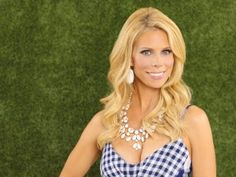 "Cheryl Hines talked to VIVmag about playing Dallas Royce, a suburban single mom, in the ABC comedy ""Suburgatory."""