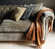 crushed velvet sofa in living room Crushed Velvet Sofa, Velvet Couch, Velvet Lounge, Sofa Styling, Interior Decorating, Interior Design, My Living Room, My New Room, Contemporary Interior