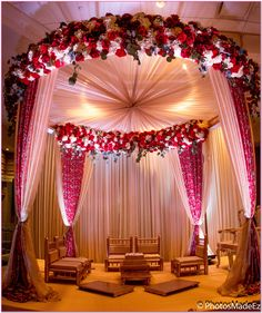 Floral wedding arrangements breathe freshness, beauty and elegance. The key is to know what kind of arrangements work best for your wedding. Here are 5 floral arrangement ideas that make a statement and work beautifully with all kinds of wedding them Wedding Ceremony Ideas, Desi Wedding Decor, Wedding Hall Decorations, Luxury Wedding Decor, Wedding Mandap, Wedding Scene, Wedding Receptions, Floral Wedding, Budget Wedding