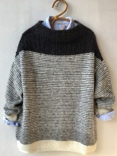 origami ◕ tricot laine pullover sweater knit wool noir et blanc - Outfits - Winter Mode Wool Sweaters, Pullover Sweaters, Pullover Pullover, Casual Sweaters, Knitting Sweaters, Trendy Dresses, Blue Dresses, Origami Patterns, Moda Casual