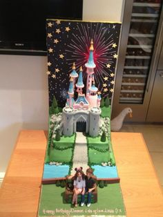 Eleanor's birthday cake that Louis ordered from the cake store  BUT THE GOOSE IS IN THE BACKGROUND #photobombed that's sooooooo sweet!