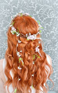 This warm red hair color pops against the light floral crown. This warm red hair color pops against Warm Red Hair, Light Red Hair Color, Pretty Hairstyles, Wedding Hairstyles, Red Hairstyles, Fairy Hairstyles, Pink Floral Crowns, Floral Hair, Cheveux Oranges